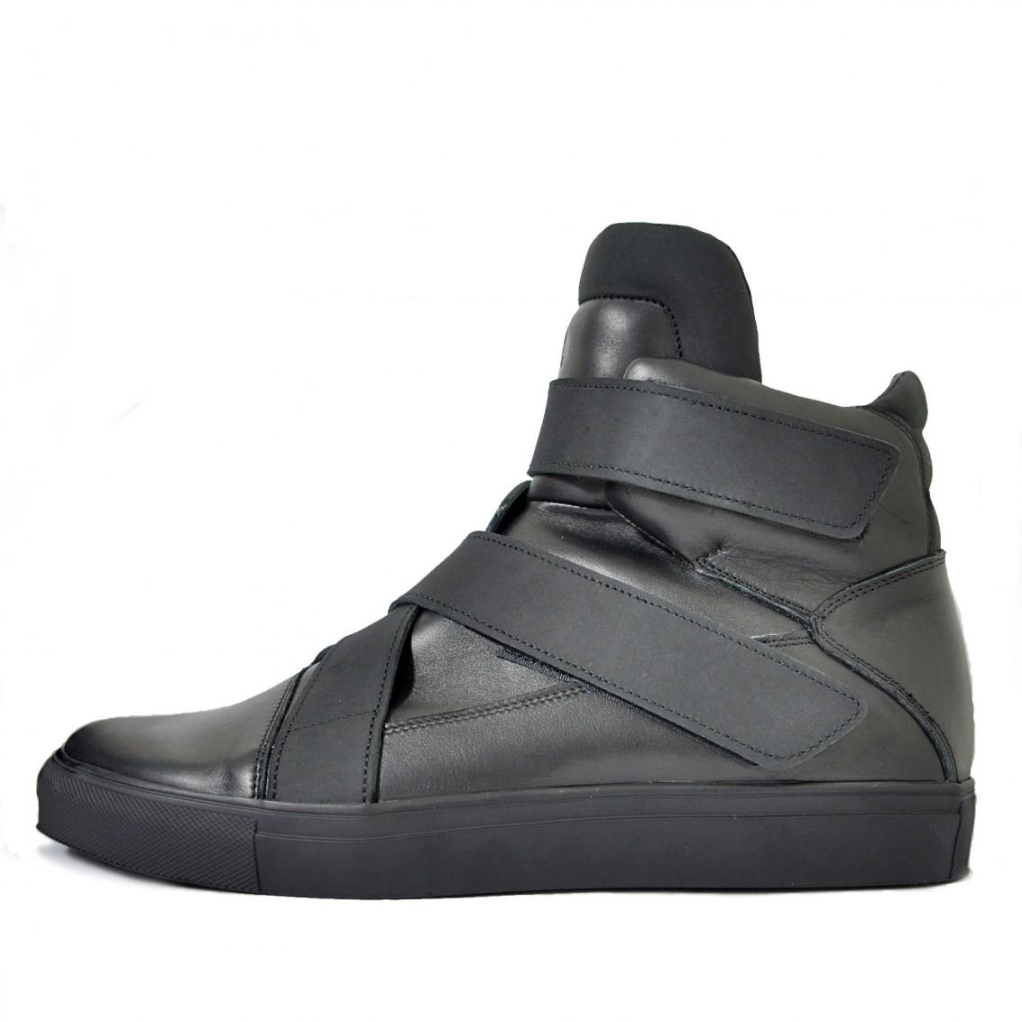 Асимметричные высокие кроссовки на липучках