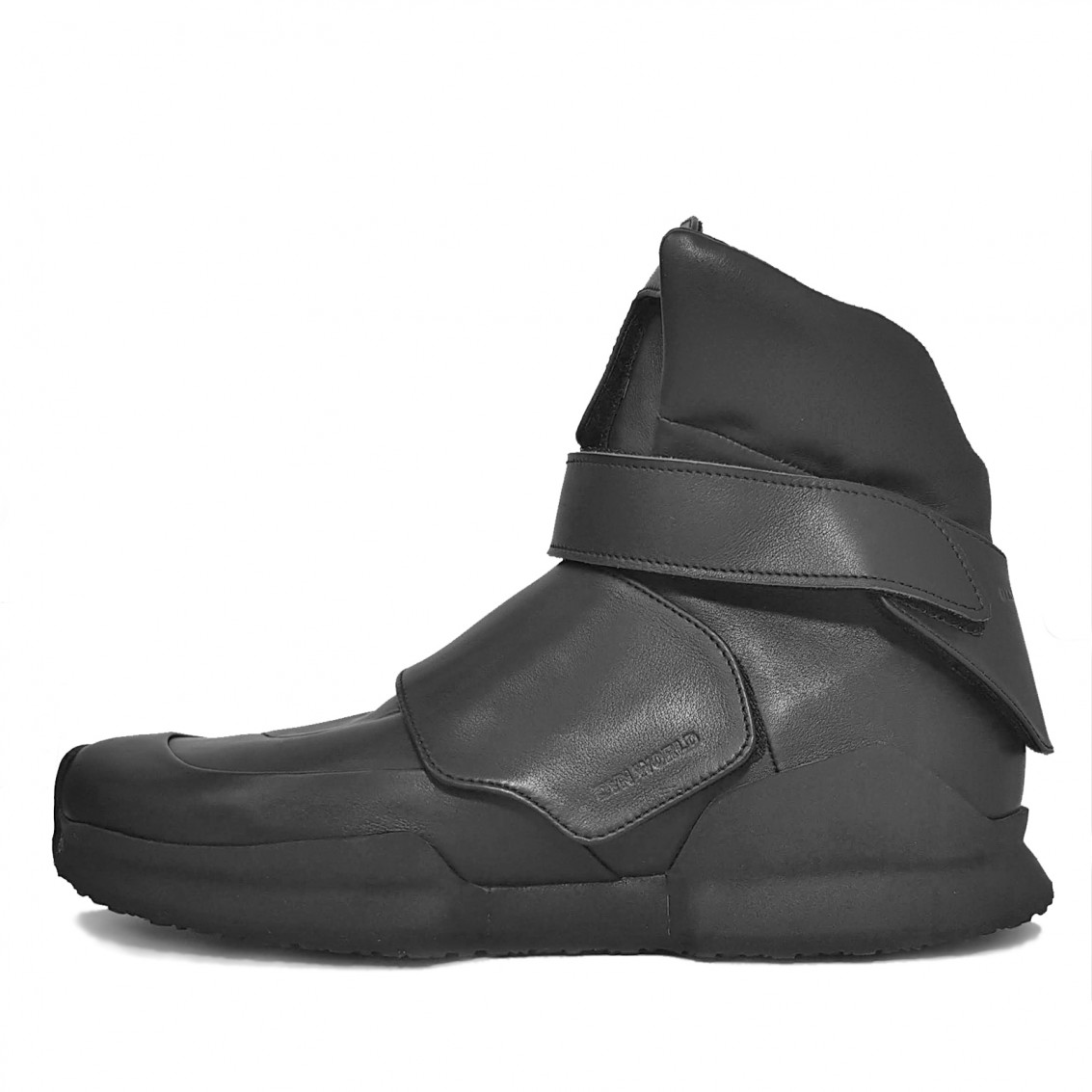 RDS PROTOTYPE TOTAL BLACK. First replacement details high-top sneakers.