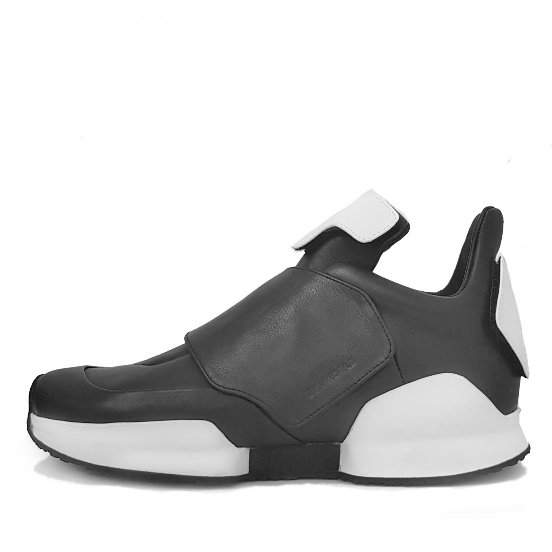 RDS PROTOTYPE LOW VERSION. First replacement details sneakers.