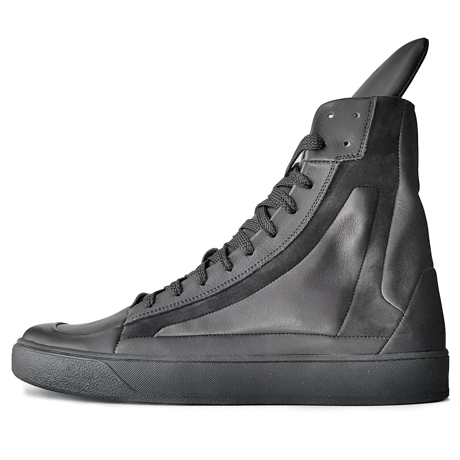 Мужские высокие кроссовки на шнурках