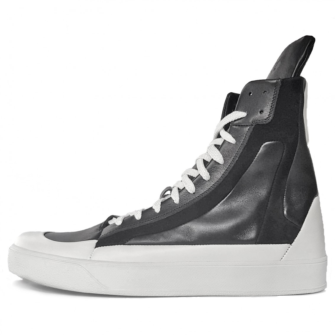 Men's high-top lace-up sneakers