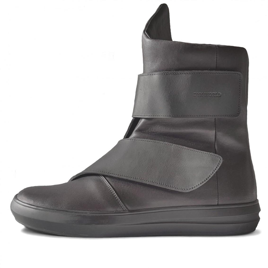 Asymmetrical velcroe boots